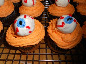 halloween peanut butter ball eyeball cupcakes