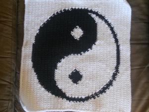 yin yang crochet square