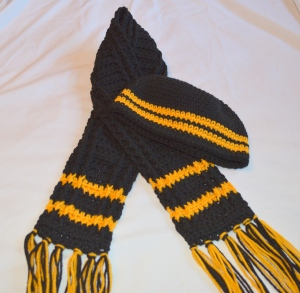 crochet toddler hat and scarf in steeler's colors