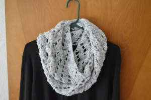 crochet diagonal shells cowl
