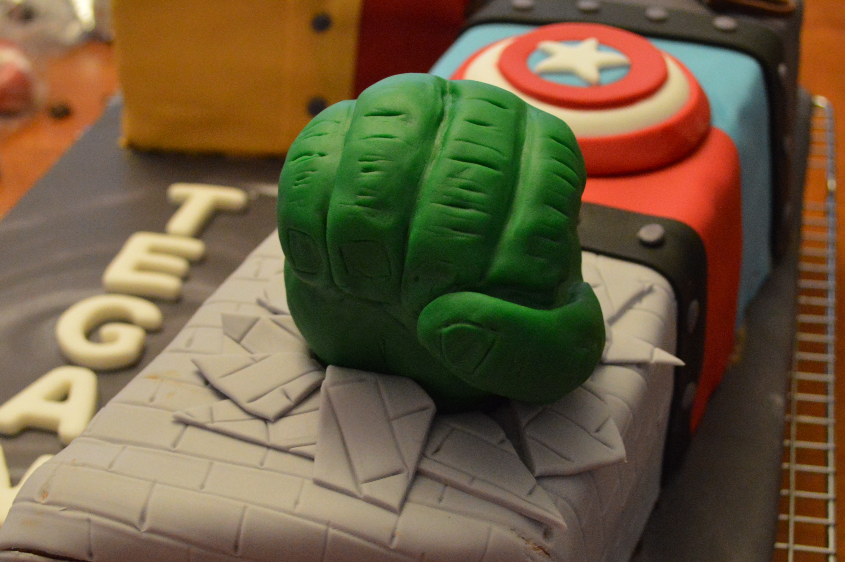 Avengers birthday cake a little of this and a little of that hulk smash 2 maxwellsz