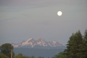 Pretty view of the mountains with the moon.